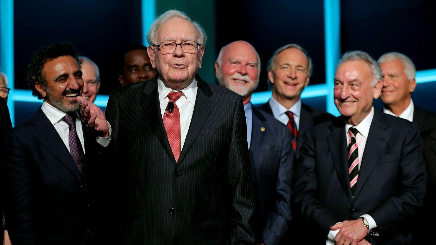 Плохой знак: Уоррен Баффет покончил с банковскими акциями и сделал ставку на золото