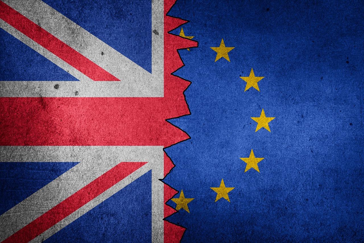 Британское правительство обвинило участников переговоров в ЕС в угрозе введения продовольственной блокады между континентальной Британией и Северной Ирландией