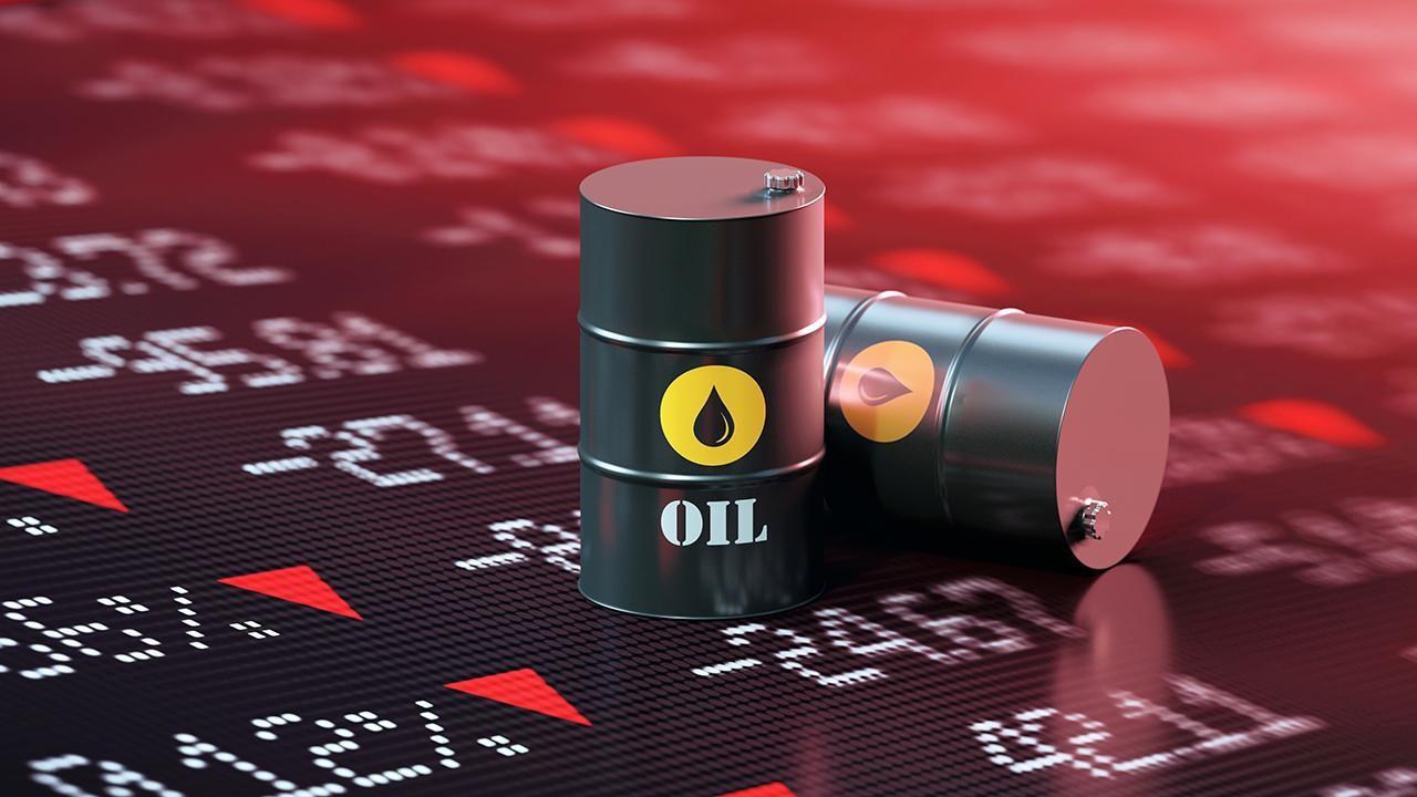 Нефть растет пятый день подряд из-за неожиданного падения акций США, надежды на вакцину